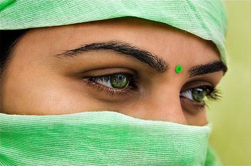 ojos mujer con velo